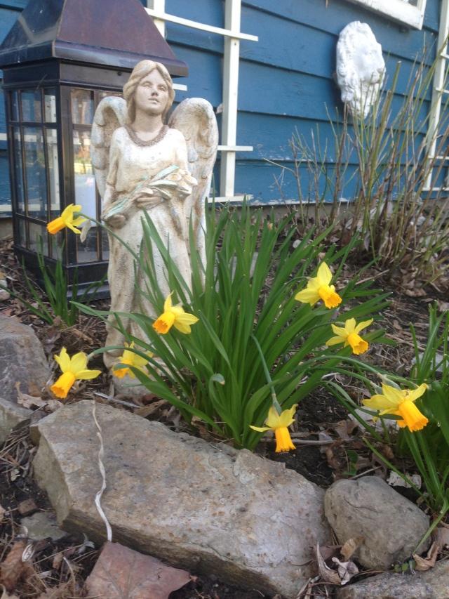01 Angel plus yellow flowrs IMG_7865
